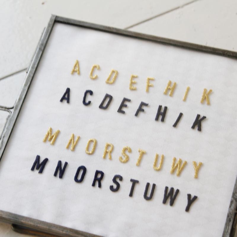 ご好評いただいておりますワッペンに 今回新たにアルファベット刺繍ワッペンが加わりました。