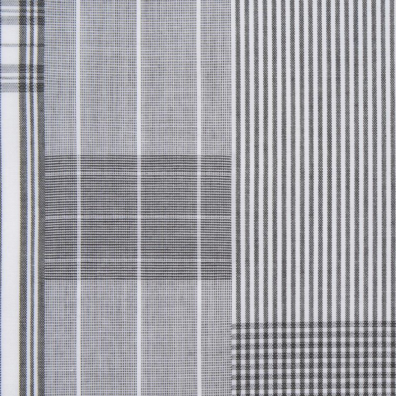 パッチワーク風のチェック柄。 折り方を変えて様々な表情を楽しめる一枚。 平織りのさらっとした生地感です。  サイズ46×46cm、綿100%、チドリ縫製、日本製。