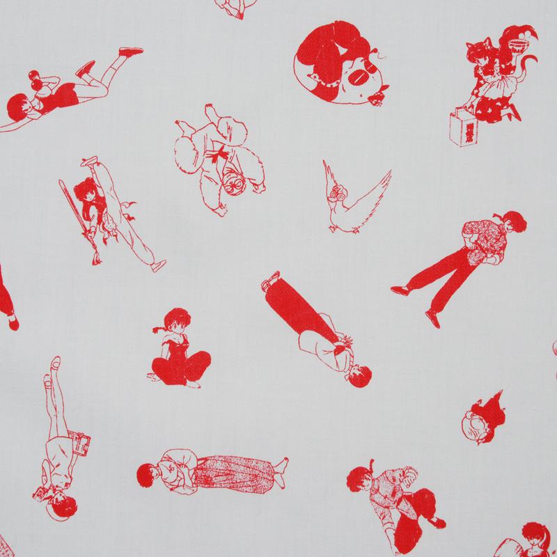 高橋留美子『らんま1/2』ハンカチ  らんま1/2に登場する多くのキャラクターが登場。さまざまなポーズのキャラクターと変身後の動物が一面に並ぶ。 サイズ52×52cm、綿100%、チドリ縫製、日本製。