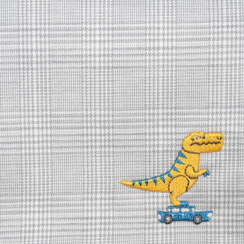 オカタオカのハンカチDINO'S PARADEに登場する恐竜がデザイン刺繍になりました。