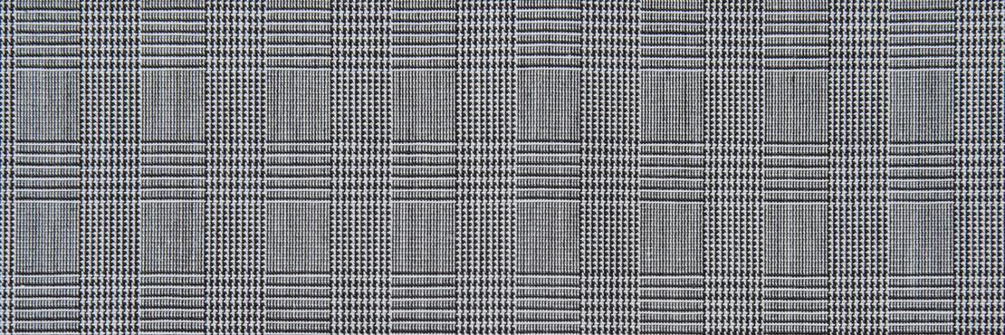 緻密なグレンチェク柄が上品な一枚。 さらっと肌触りの良い生地感。  千鳥縫製。サイズ46×46cm、綿100%、日本製。