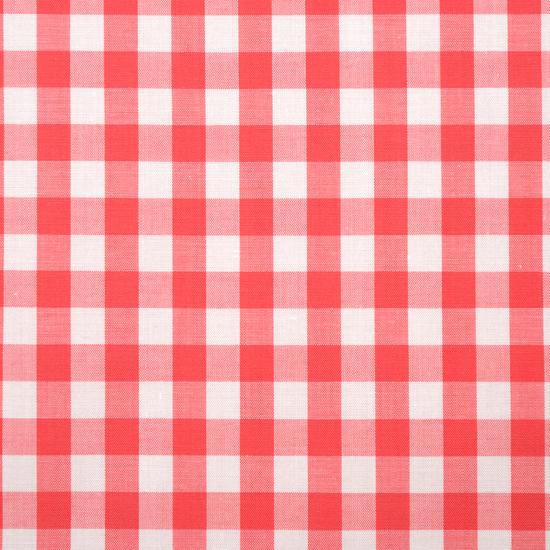 優しいカラーのギンガムチェック柄ハンカチ。 赤に限りなく近いカラーです。  千鳥縫製。サイズ46×46cm、綿100%、日本製。