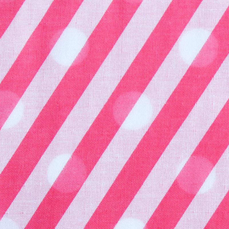 表が斜めのロンドンストライプ、裏が大きなドットのWガーゼハンカチ。その日の気分で柄を変えてお楽しみ下さい。  サイズ46×46cm、綿100%、三つ巻縫製、日本製。