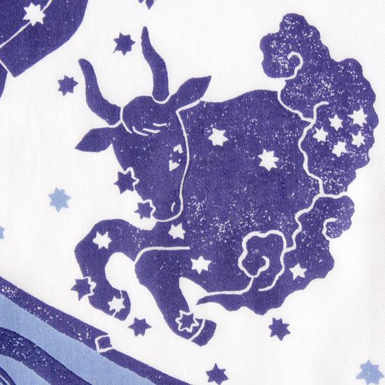 12星座を描いたイラストです。実際の星座の並びでデザインしました。  サイズ52×52cm、綿100%、チドリ縫製、日本製。